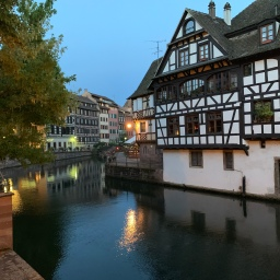 Maybe I should just give AT&T all my money (and also: hello from Strasbourg)